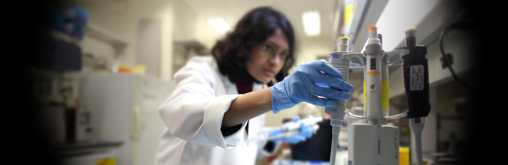 graduate student in skeletal biology works in the Institute for Regenerative Engineering lab